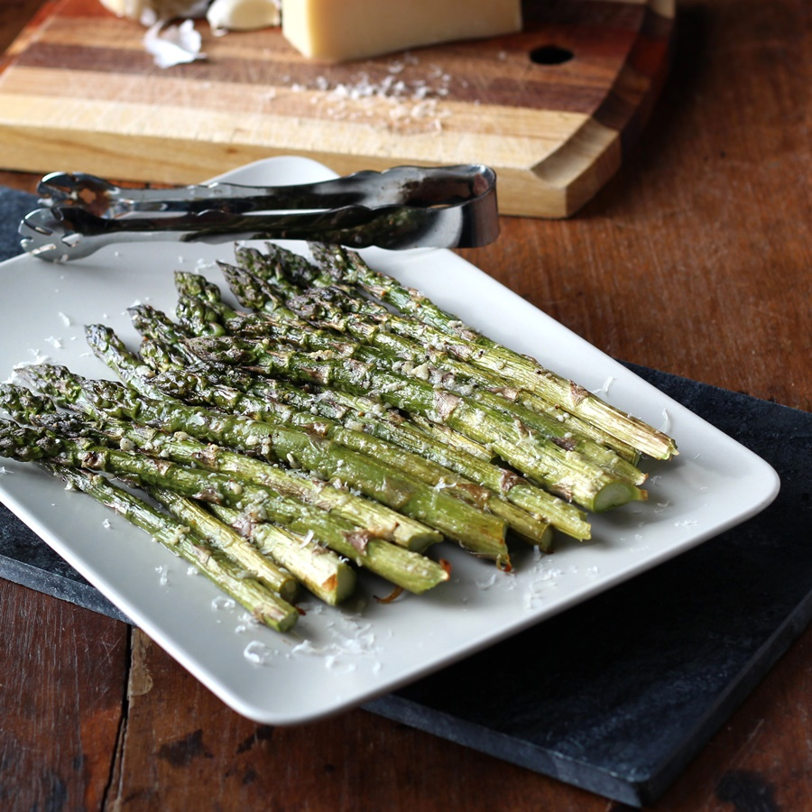 Roasted Asparagus with Parmesan and Garlic – Move over boiled and steamed. Try roasting fresh asparagus with parmesan and garlic. Delicious and easy to make recipe!